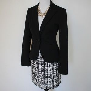 EXPRESS Size 6 Suit - Skirt & Blazer Black White